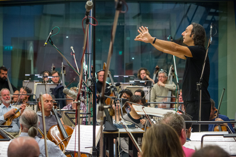 Alexandre Desplat conducting