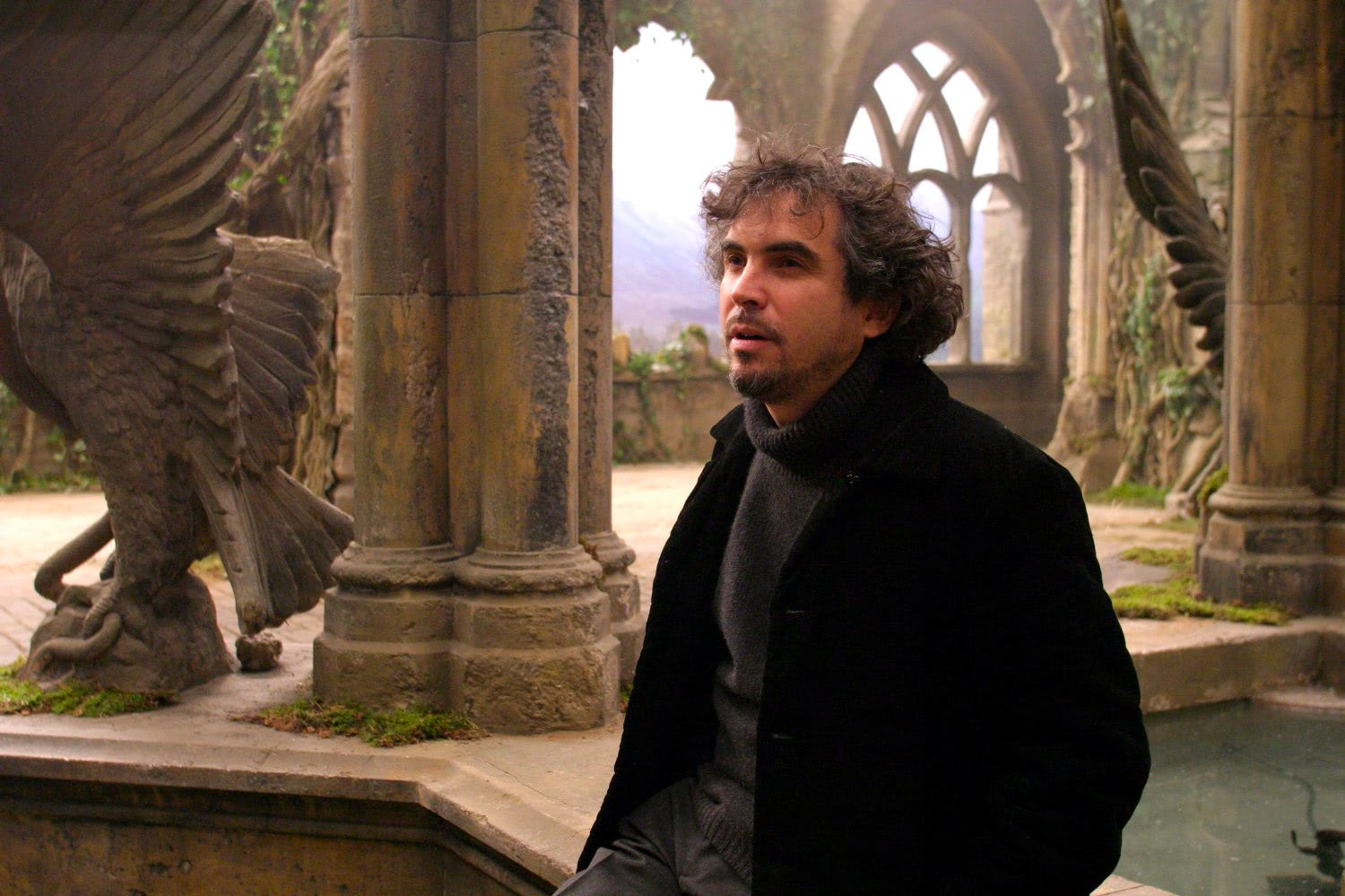 Alfonso Cuarón in the Hogwarts Courtyard