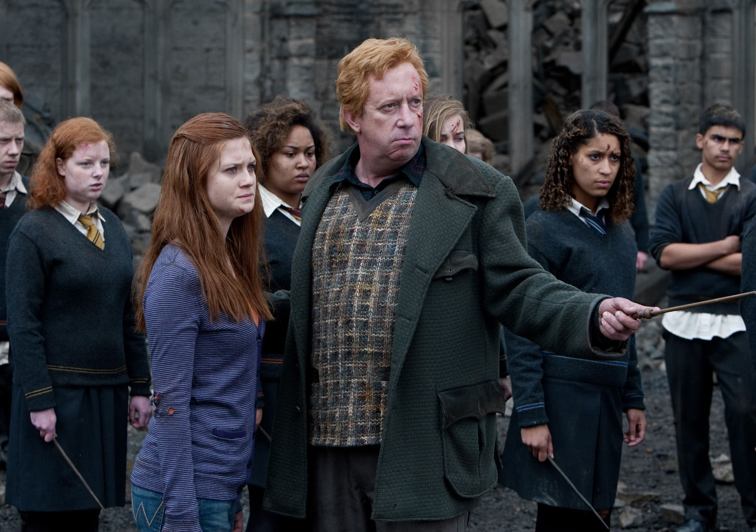 Arthur and Ginny Weasley during battle