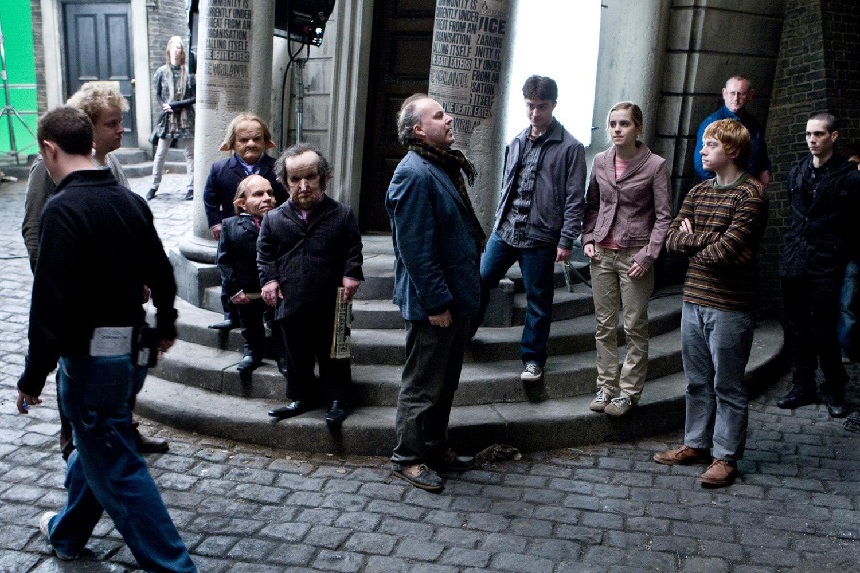 David Yates directing outside Gringotts