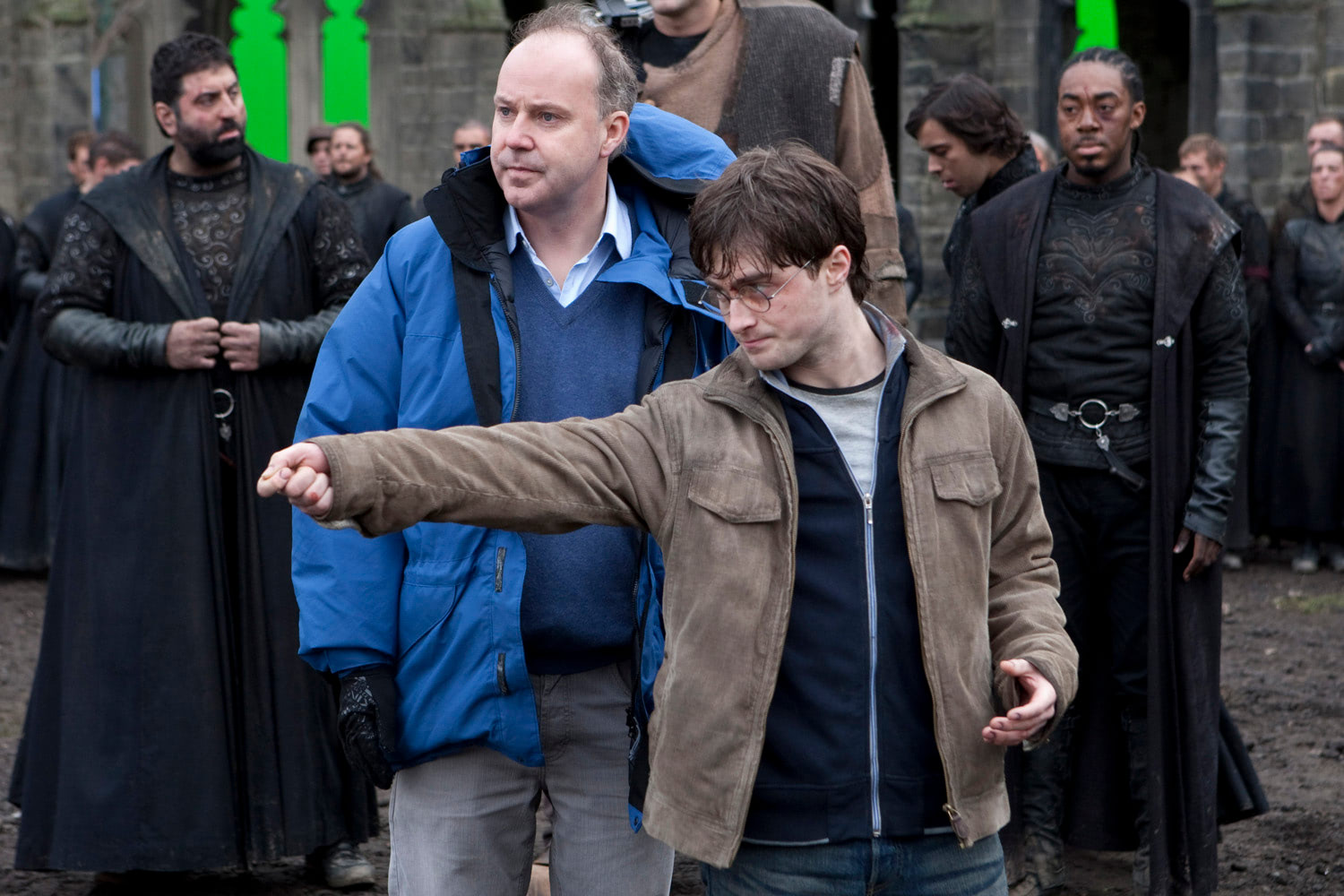 David Yates directs Dan Radcliffe during battle