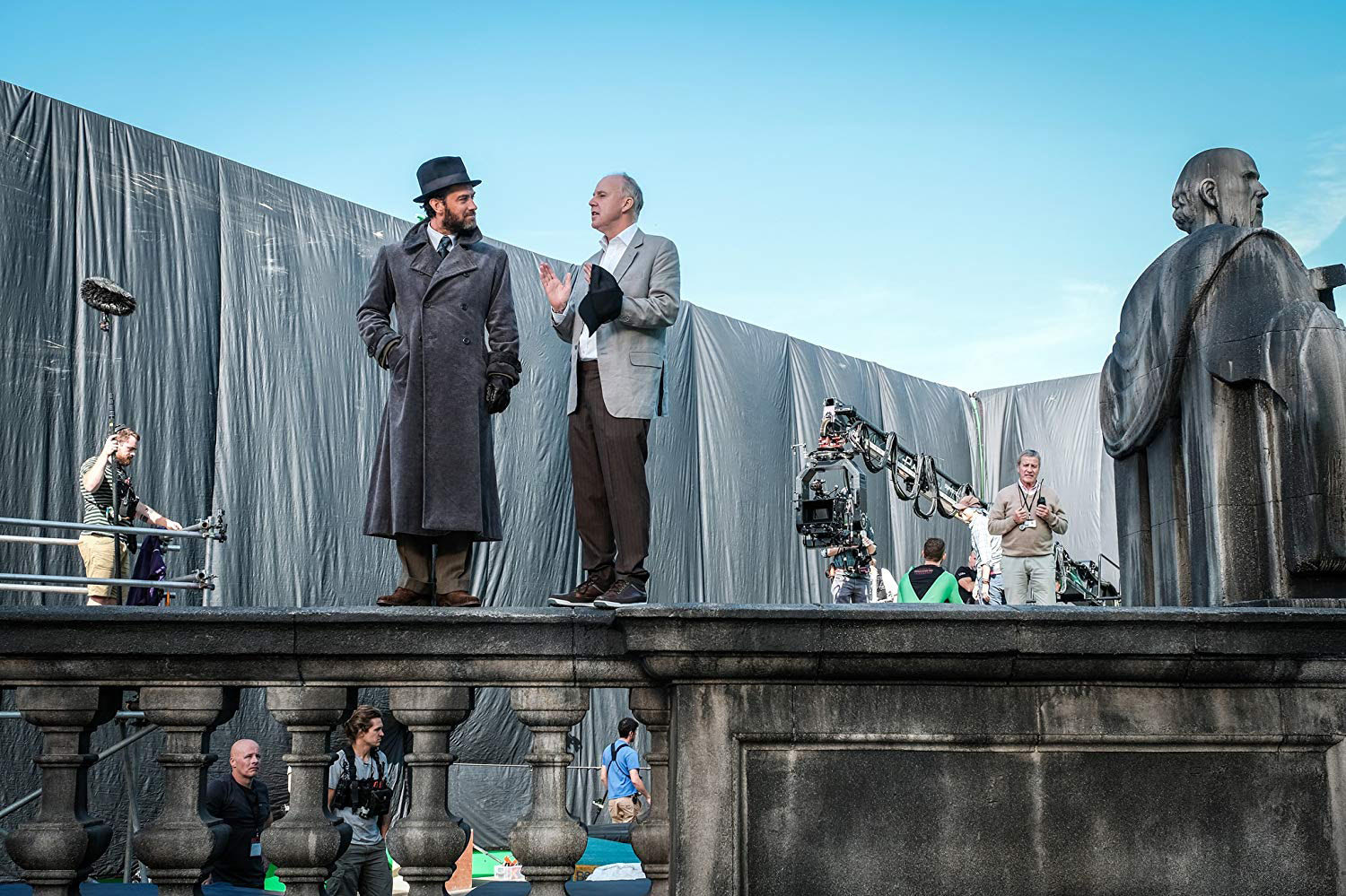 David Yates directs Dumbledore's London rooftop scene