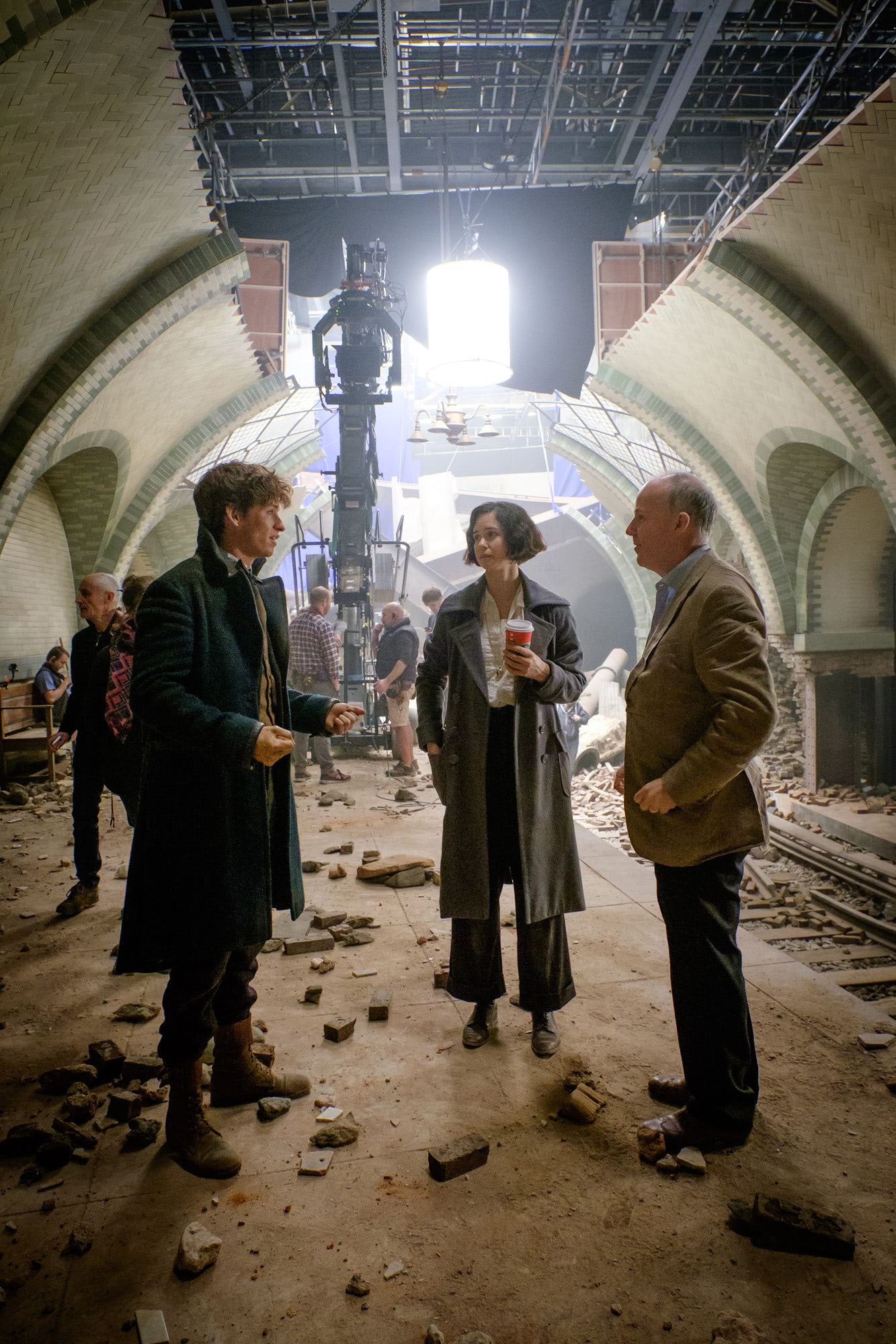 Eddie Redmayne, Katherine Waterston and David Yates on set