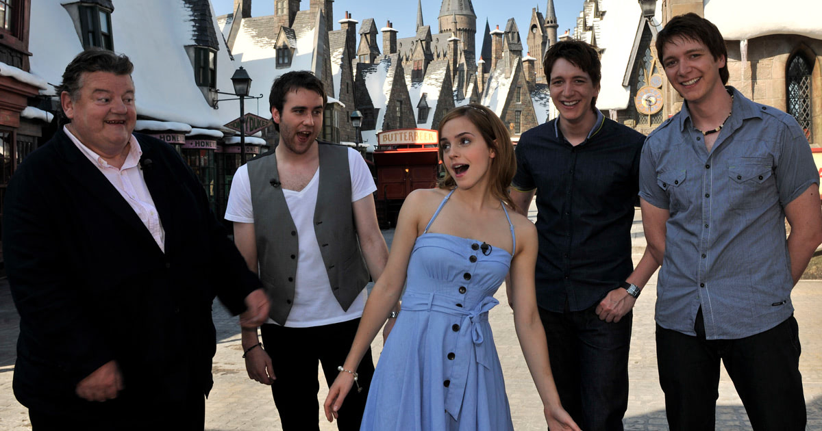 'Harry Potter' cast visit 'The Wizarding World of Harry Potter'