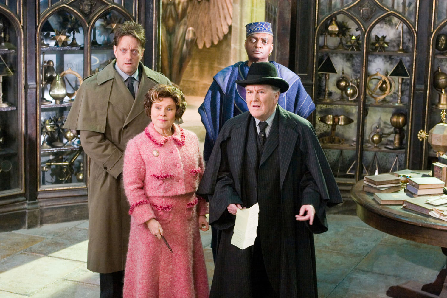 Fudge arrive to take Dumbledore
