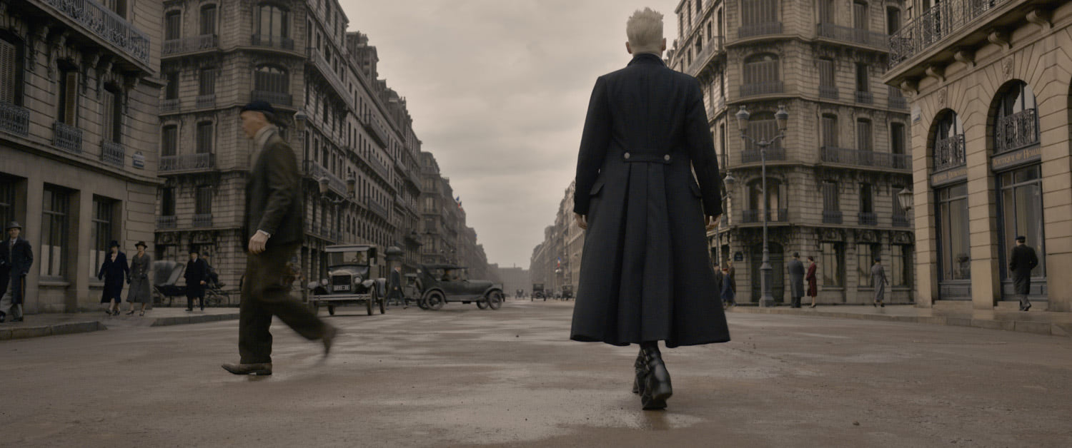Grindelwald walks through Paris
