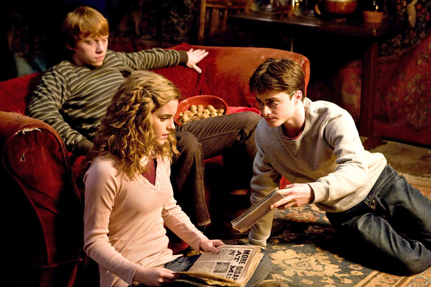 Ron, Hermione and Harry in the Gryffindor Common Room