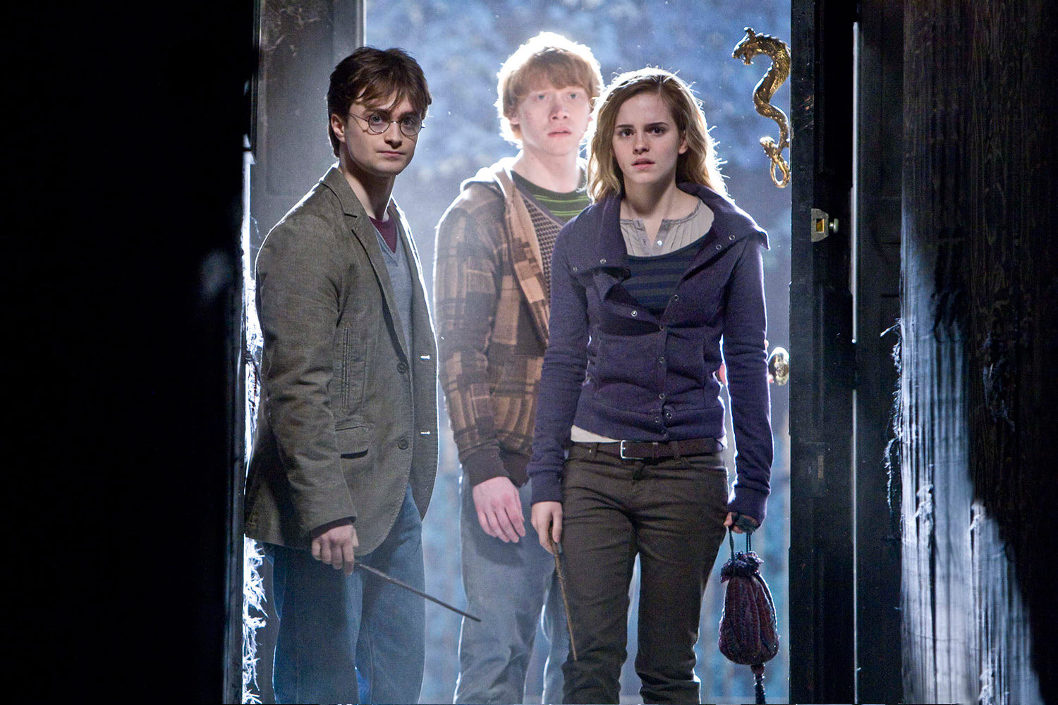 The trio enter Grimmauld Place
