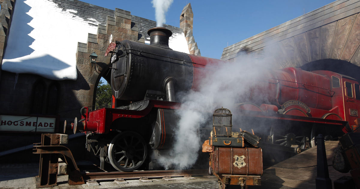 First look at the Hogwarts Express at the 'Harry Potter' theme park