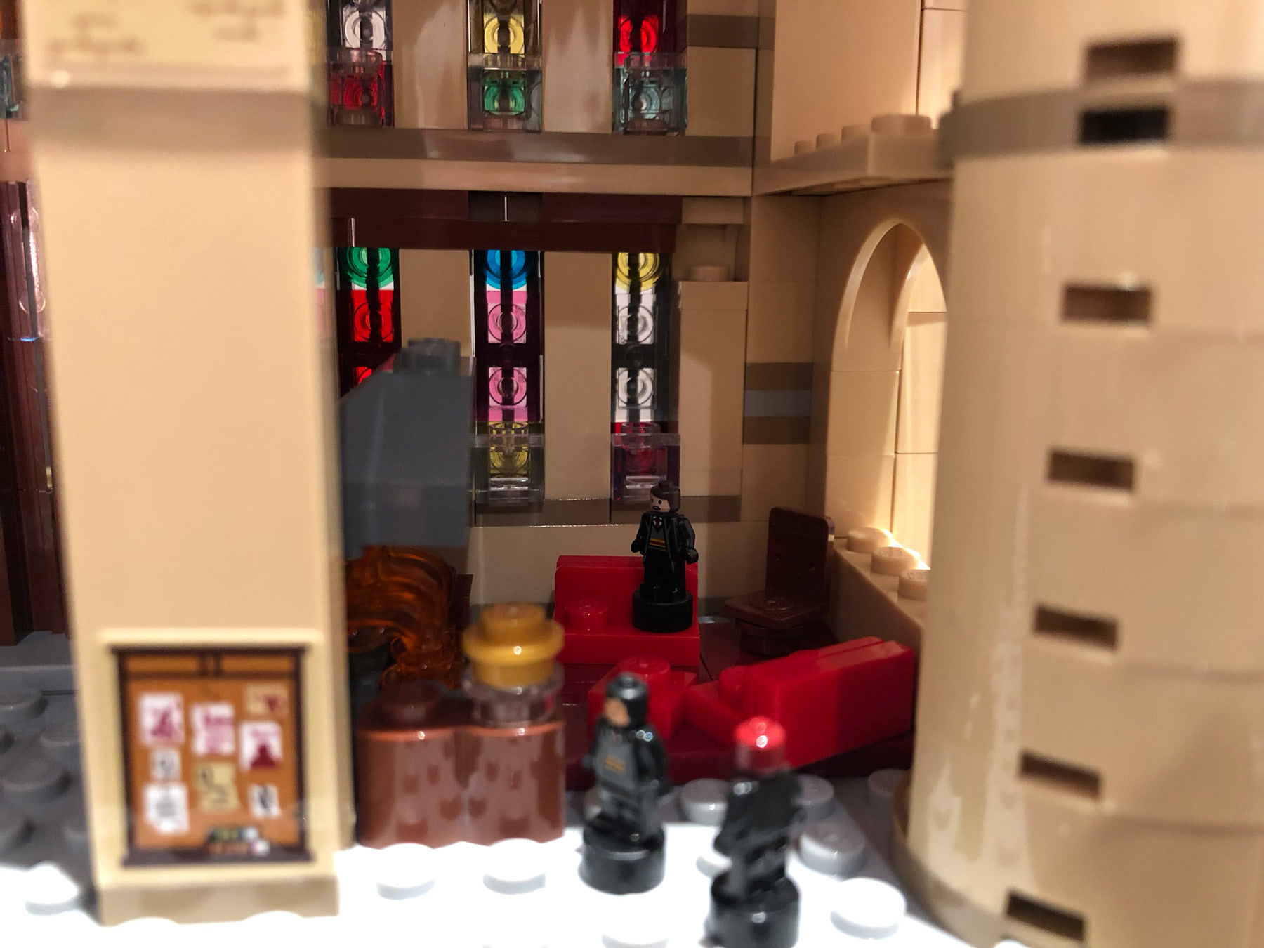 LEGO Hogwarts Castle (71043) Gryffindor common room