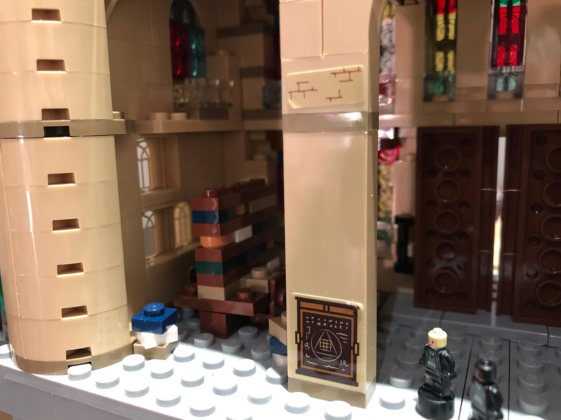 LEGO Hogwarts Castle (71043) library