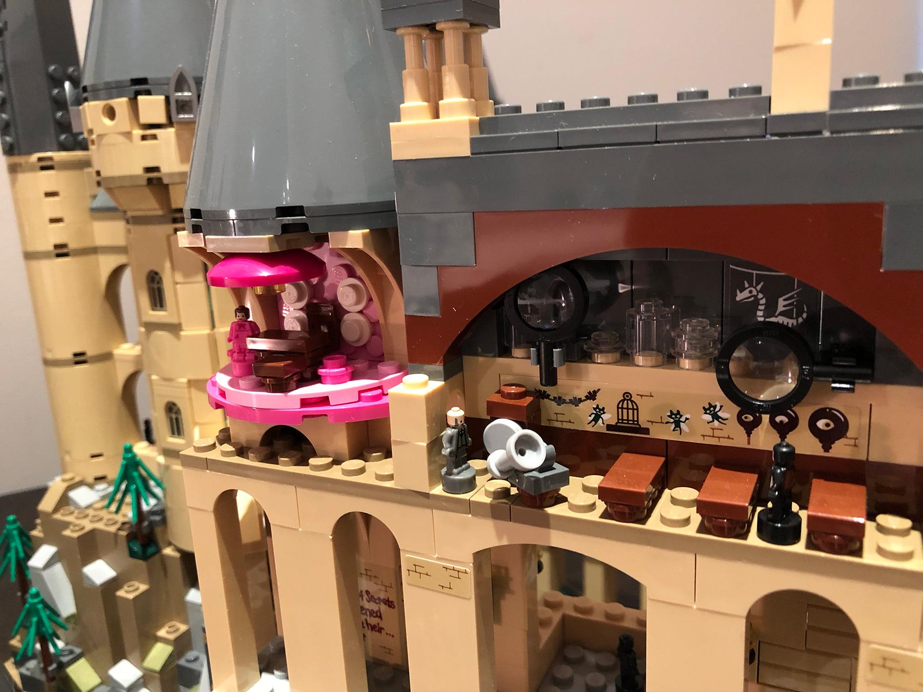 LEGO Hogwarts Castle (71043) Lockhart's Dark Arts classroom