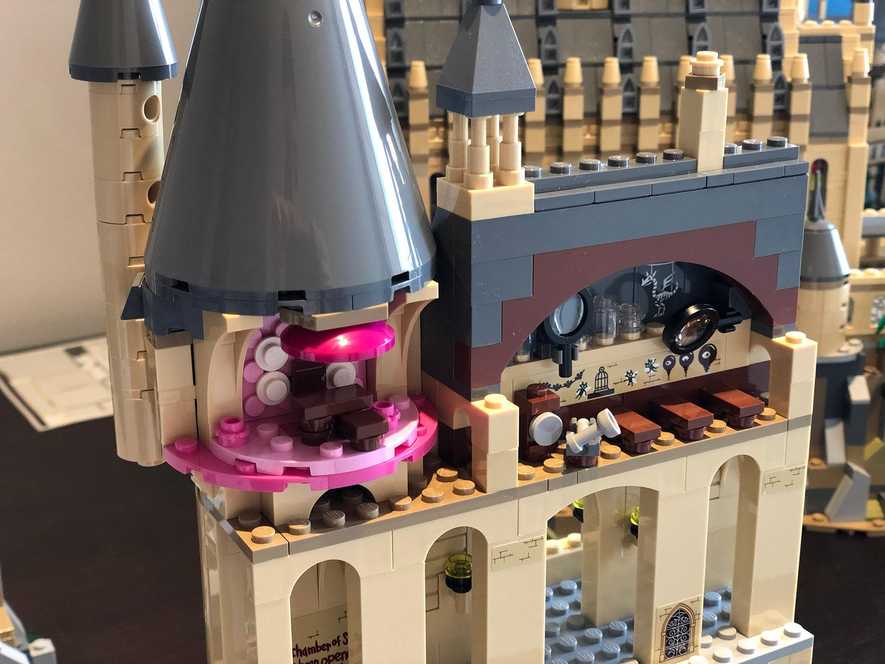 LEGO Hogwarts Castle (71043) Umbridge's office