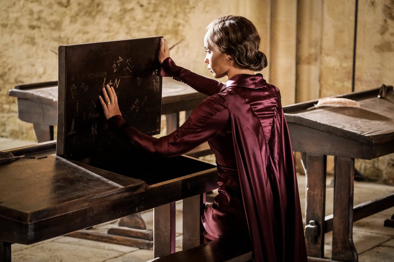 Leta Lestrange examines a Hogwarts desk