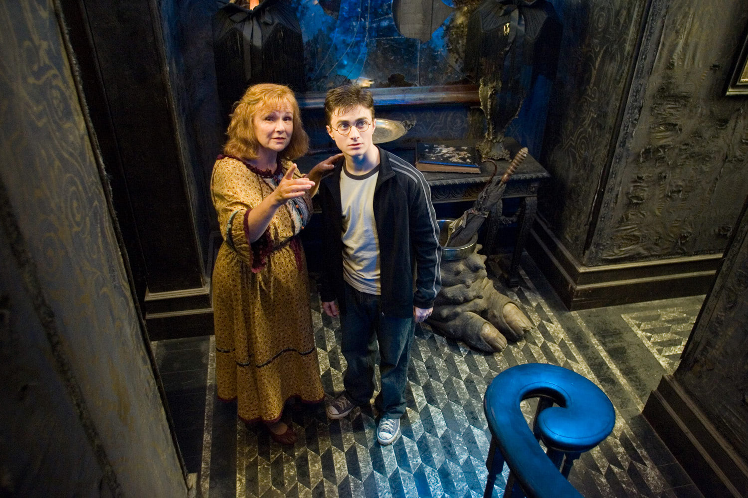 Molly Weasley and Harry at Grimmauld Place