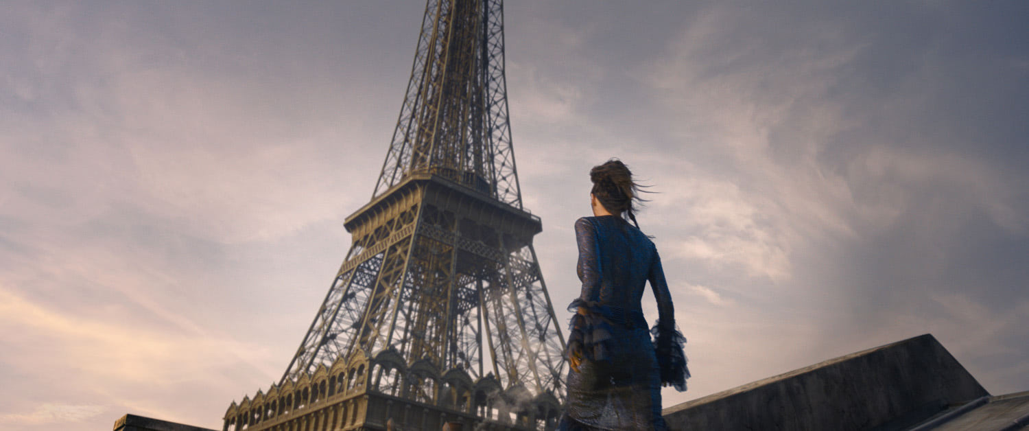 Nagini looks at the Eiffel Tower