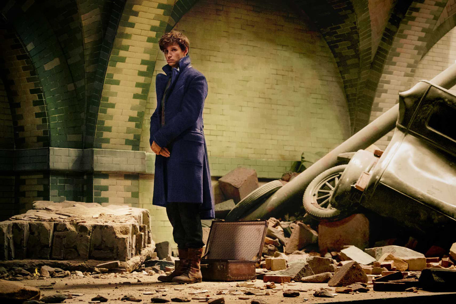 Newt in the damaged Subway