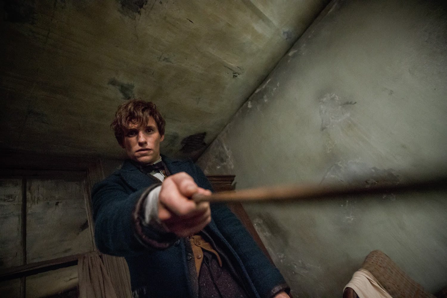 Newt points his wand