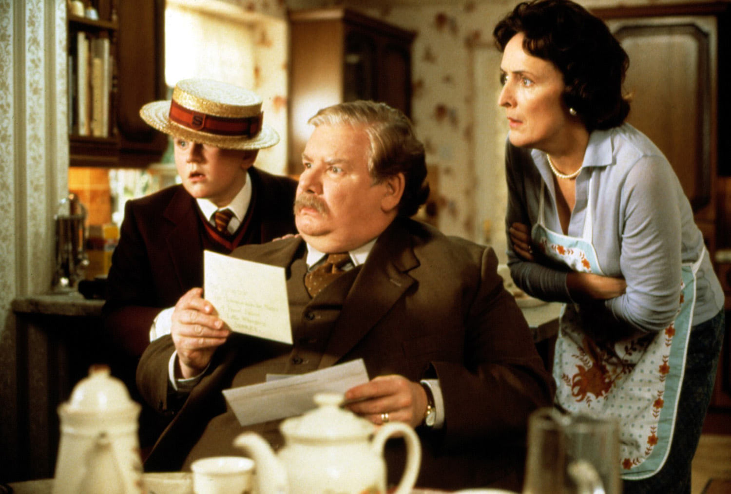The Dursleys and the Hogwarts letter