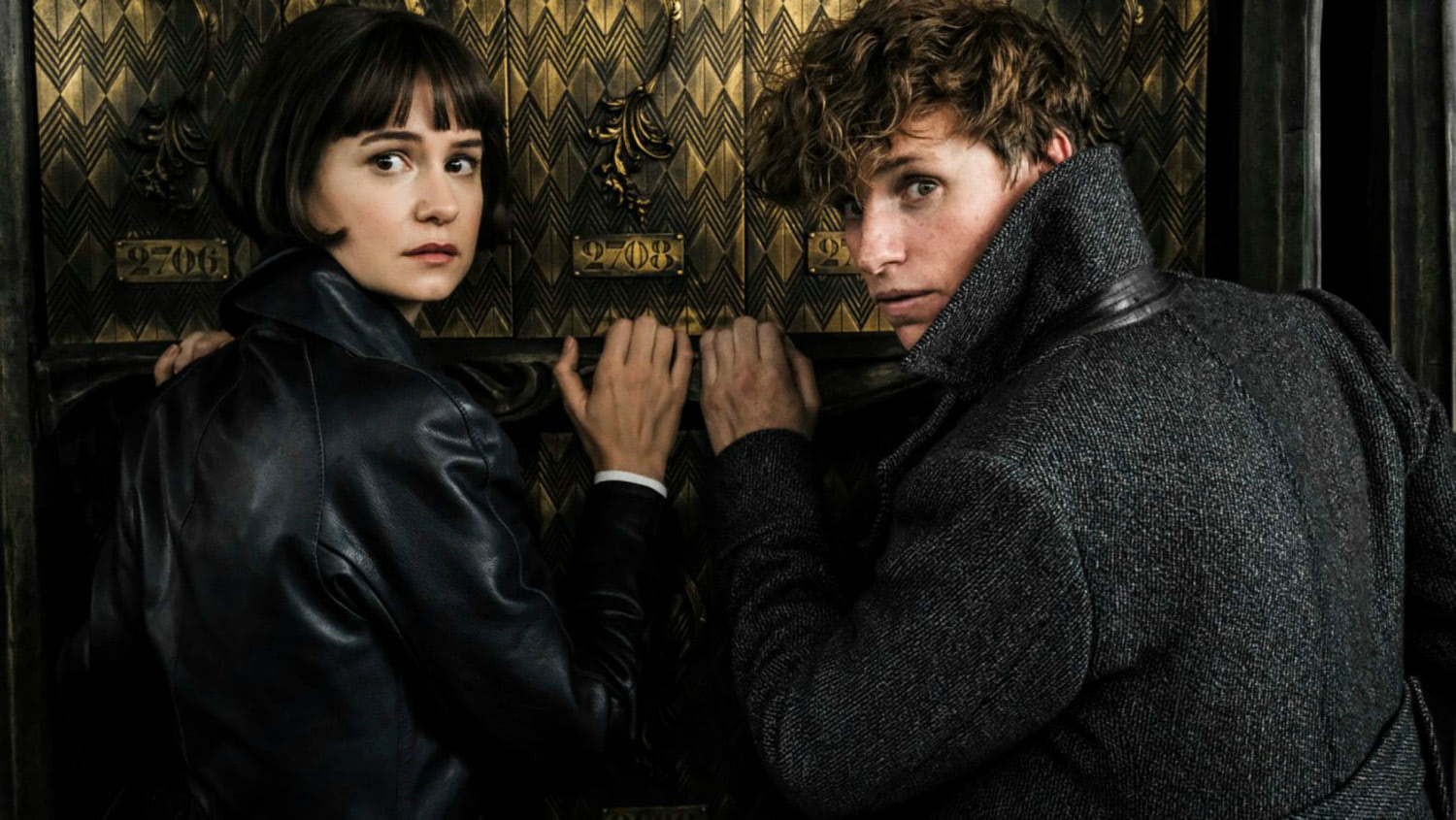 Tina and Newt hide in the French Ministry