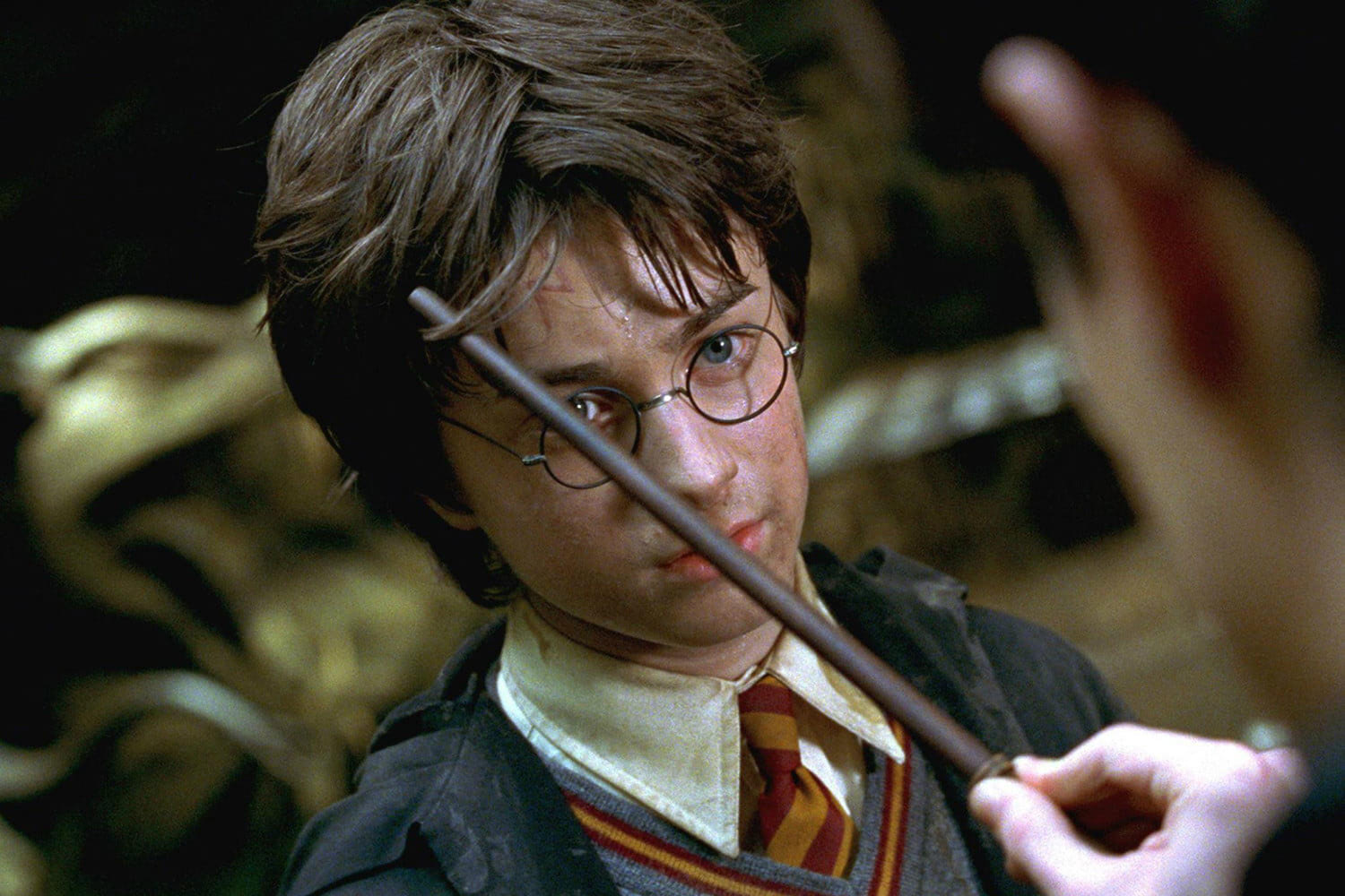 Tom Riddle touches Harry's scar