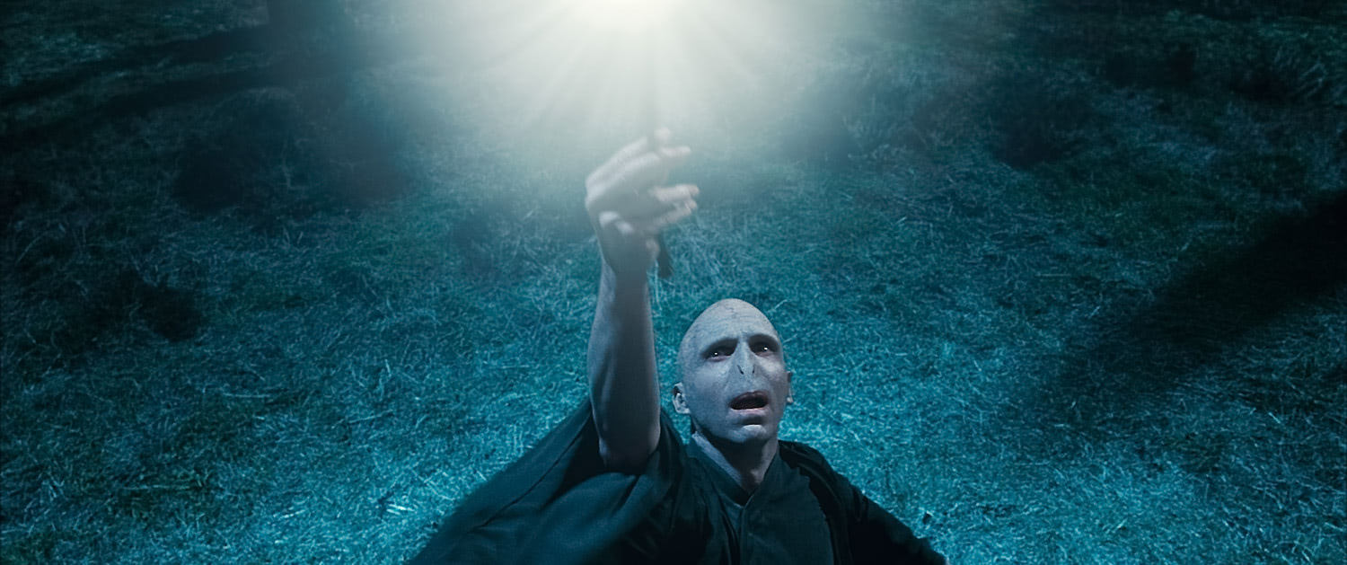 Voldemort steals the Elder Wand