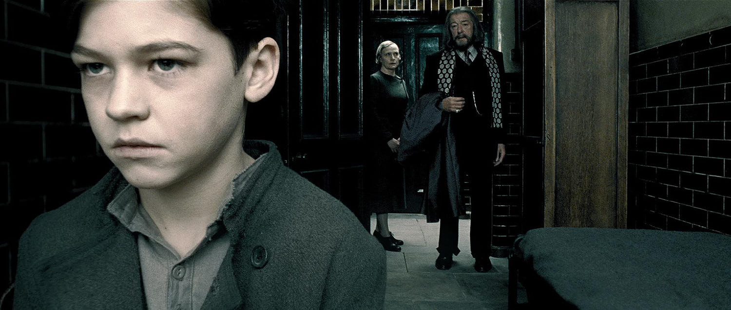Dumbledore visits young Tom Riddle